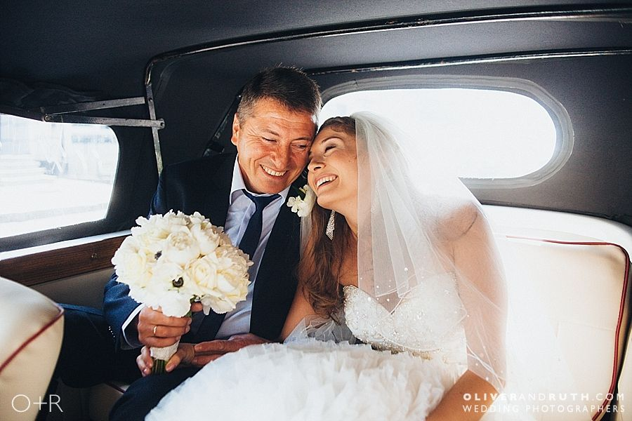 Bride and Dad arriving in wedding car